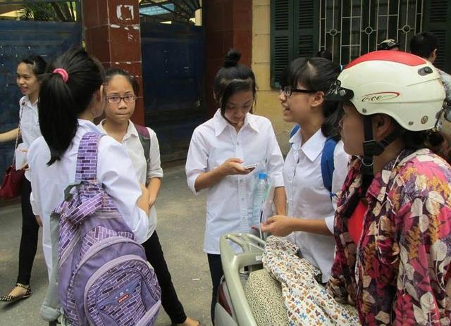 Thi vào lớp 10 năm học 2020-2021 tại Hà Nội: Giữ nguyên thi 4 môn, học sinh có kham nổi? - Ảnh 1.