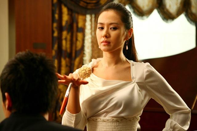 Quen với hình tượng trong veo thánh thiện của Son Ye Jin, ít ai biết cô từng thử style bà trùm hắc ám mà vẫn nuột cực kỳ - Ảnh 5.