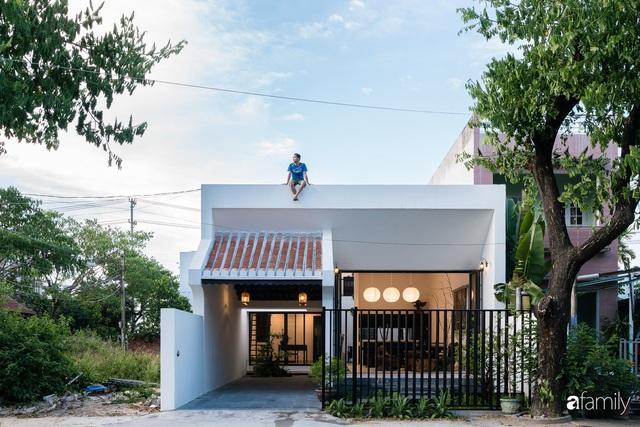 Ngôi nhà nhỏ được thiết kế theo phong cách nhà cổ Hội An đẹp bình yên dưới bóng cây xanh - Ảnh 10.
