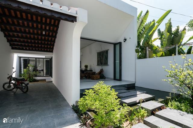 Ngôi nhà nhỏ được thiết kế theo phong cách nhà cổ Hội An đẹp bình yên dưới bóng cây xanh - Ảnh 13.