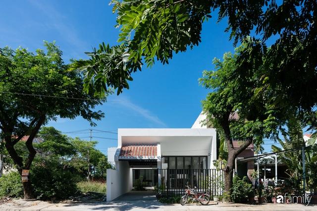 Ngôi nhà nhỏ được thiết kế theo phong cách nhà cổ Hội An đẹp bình yên dưới bóng cây xanh - Ảnh 9.
