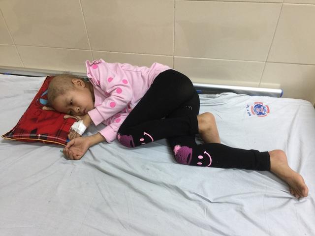 """Người mẹ trẻ đau đớn trước câu nói """"Con chỉ bị cảm sốt thôi!"""" của con gái bị bệnh ung thư hạch - Ảnh 2."""