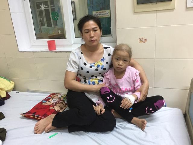 """Người mẹ trẻ đau đớn trước câu nói """"Con chỉ bị cảm sốt thôi!"""" của con gái bị bệnh ung thư hạch - Ảnh 3."""