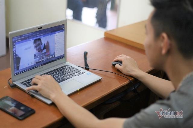 Những tình huống bi hài khi dạy học trực tuyến - Ảnh 1.