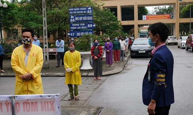 Thanh Hóa chặn nguy cơ lây COVID-19 ngay tại cổng bệnh viện - Ảnh 3.