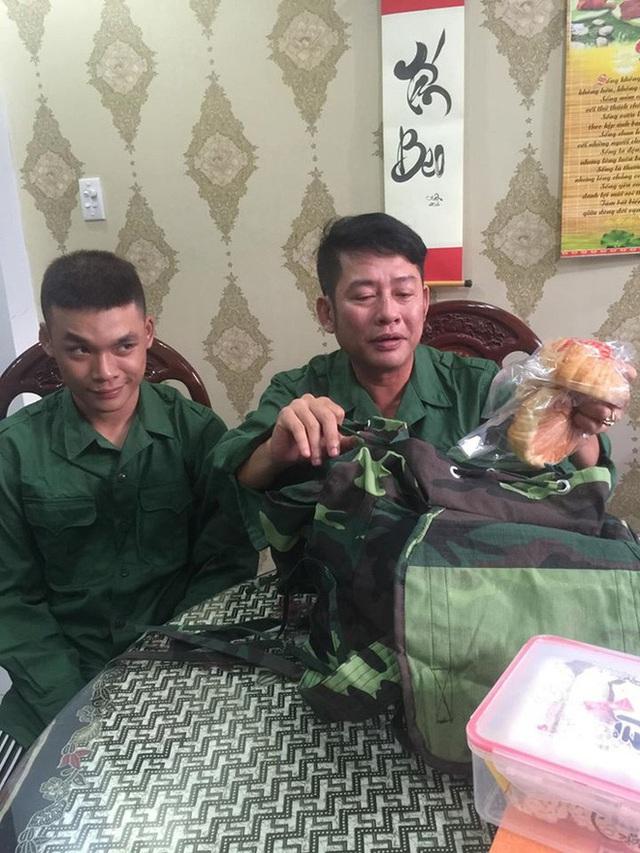 Tấn Beo tiễn con trai tham gia tuyến đầu chống dịch - Ảnh 1.
