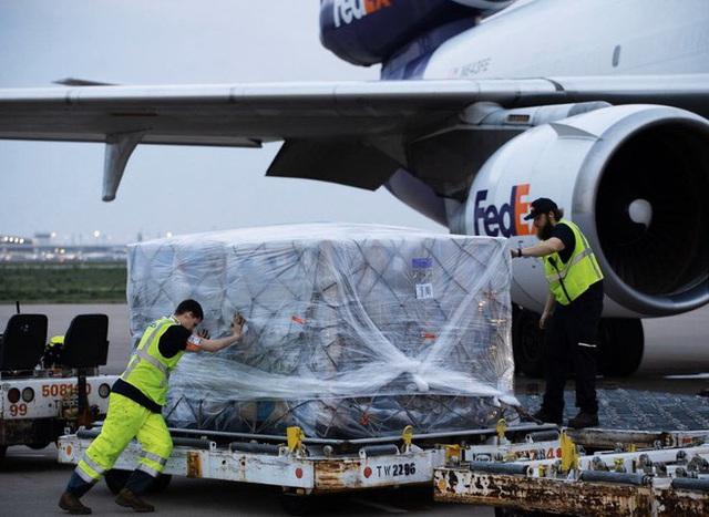 Tổng thống Trump cảm ơn Việt Nam gửi 450.000 bộ đồ bảo hộ y tế - Ảnh 1.