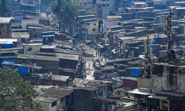 Quả bom hẹn giờ khiến Ấn Độ có nguy cơ vỡ trận vì Covid-19: Khu ổ chuột lớn nhất châu Á với hơn 1 triệu dân, 80 người phải chung nhau một nhà vệ sinh - Ảnh 1.