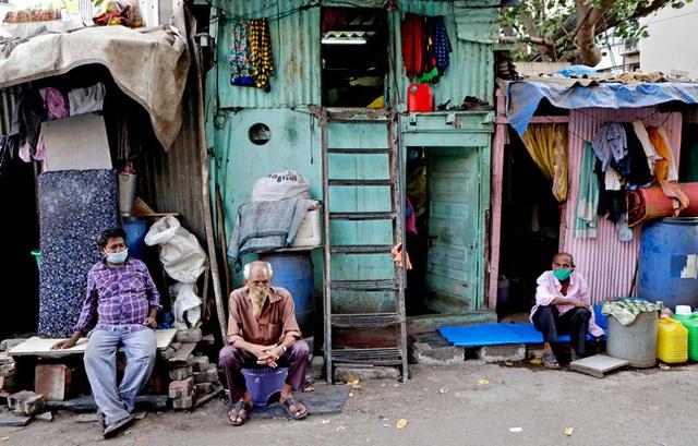 Quả bom hẹn giờ khiến Ấn Độ có nguy cơ vỡ trận vì Covid-19: Khu ổ chuột lớn nhất châu Á với hơn 1 triệu dân, 80 người phải chung nhau một nhà vệ sinh - Ảnh 3.