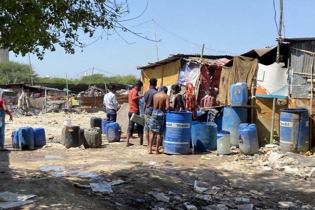 Quả bom hẹn giờ khiến Ấn Độ có nguy cơ vỡ trận vì Covid-19: Khu ổ chuột lớn nhất châu Á với hơn 1 triệu dân, 80 người phải chung nhau một nhà vệ sinh - Ảnh 5.