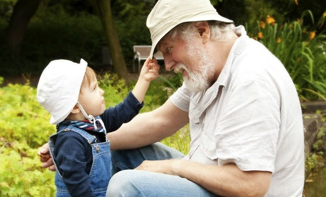 5 lợi ích của việc cho trẻ gần gũi ông bà - Ảnh 2.