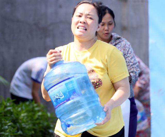 Viwaco khắc phục xong sự cố vỡ đường ống nước       sông Đà - Ảnh 1.