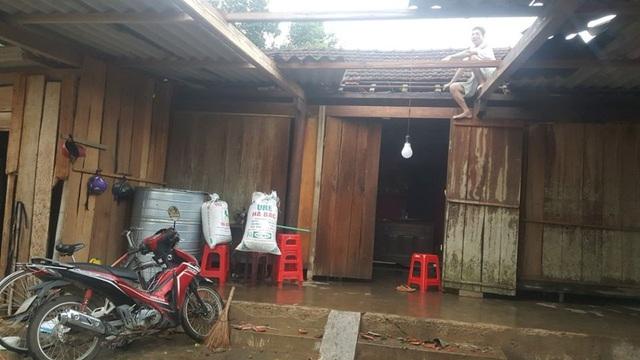 Hà Tĩnh: Lốc xoáy kèm mưa lớn, hơn 130 nhà dân bị hư hỏng nặng - Ảnh 1.