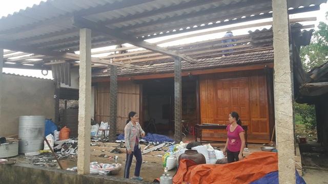 Hà Tĩnh: Lốc xoáy kèm mưa lớn, hơn 130 nhà dân bị hư hỏng nặng - Ảnh 2.