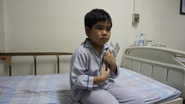 Bé Phương Trang đang được điều trị tích cực, chờ ngày thích hợp ghép tủy - Ảnh 2.