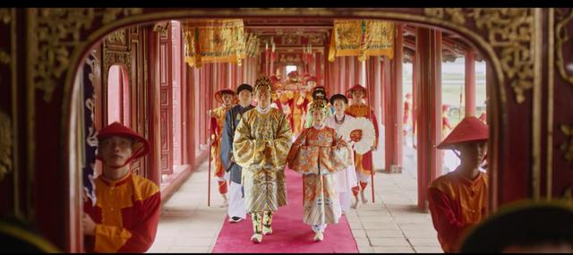 Hòa Minzy bị chê khi hoá thân Nam Phương Hoàng hậu - Ảnh 2.