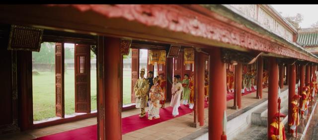 Hòa Minzy bị chê khi hoá thân Nam Phương Hoàng hậu - Ảnh 3.