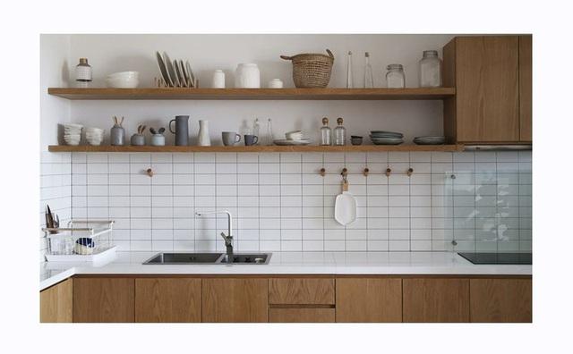 Căn hộ với đồ nội thất được làm hoàn toàn từ gỗ tự nhiên - Ảnh 2.