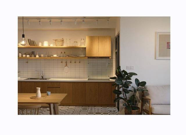Căn hộ với đồ nội thất được làm hoàn toàn từ gỗ tự nhiên - Ảnh 4.