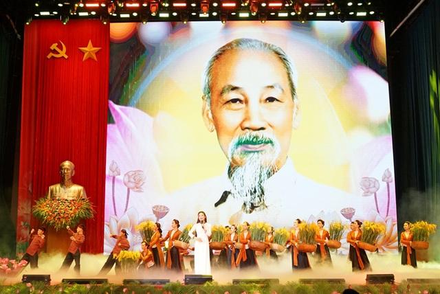 Tưng bừng Lễ kỷ niệm 130 năm Ngày sinh Chủ tịch Hồ Chí Minh - Ảnh 3.