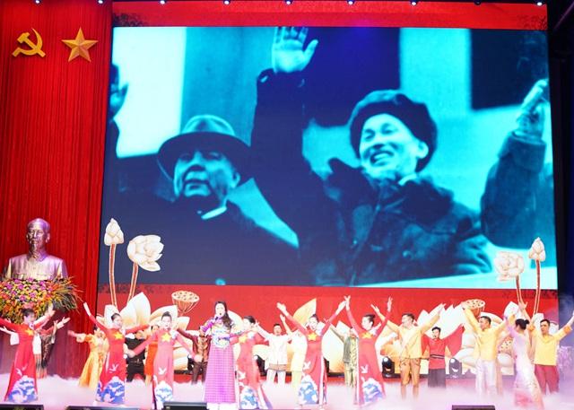 Tưng bừng Lễ kỷ niệm 130 năm Ngày sinh Chủ tịch Hồ Chí Minh - Ảnh 4.