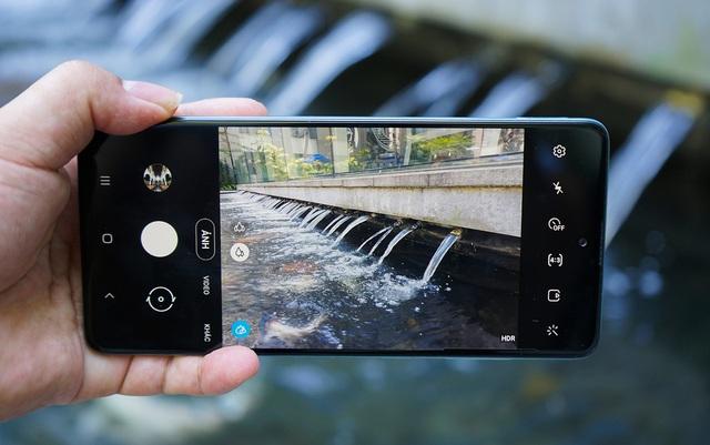 Những smartphone Android tầm trung mạnh nhất thế giới - Ảnh 8.