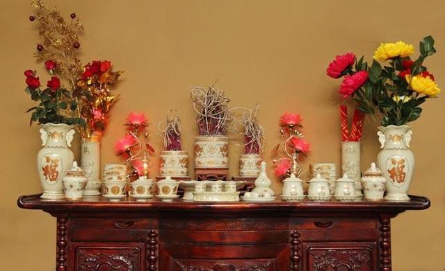 Cần đặt 1 hay 3 lọ hoa trên ban thờ để con cháu được sai tài, đắc lộc - Ảnh 5.