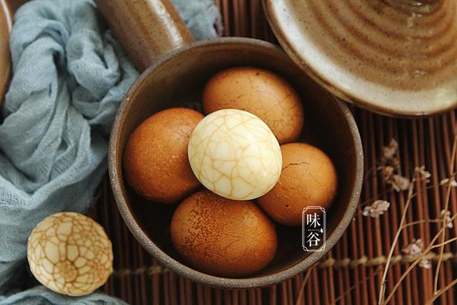Cách ngâm trứng gà có hình vân đá cẩm thạch đẹp hút hồn - Ảnh 1.