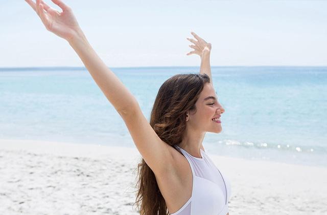 Đây là 5 cách có thể làm để ngăn mồ hôi nách ra quá nhiều khiến chị em ngại ngùng trong mùa hè - Ảnh 2.