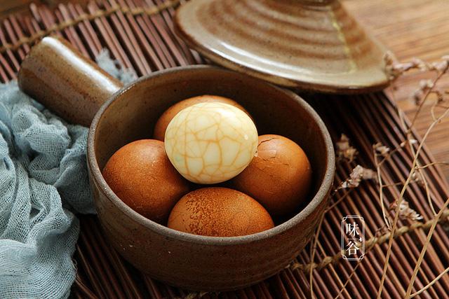 Cách ngâm trứng gà có hình vân đá cẩm thạch đẹp hút hồn - Ảnh 8.