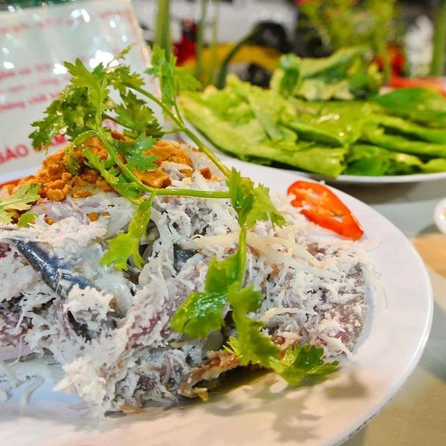 Gỏi cá trích và loạt món ngon nhất định phải thử khi đến Phú Quốc - Ảnh 2.