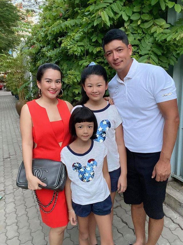 Bà xã Bình Minh ngày càng trẻ, đọ sắc với Hoa hậu vẫn không thua kém nhờ chăm thể thao - Ảnh 2.