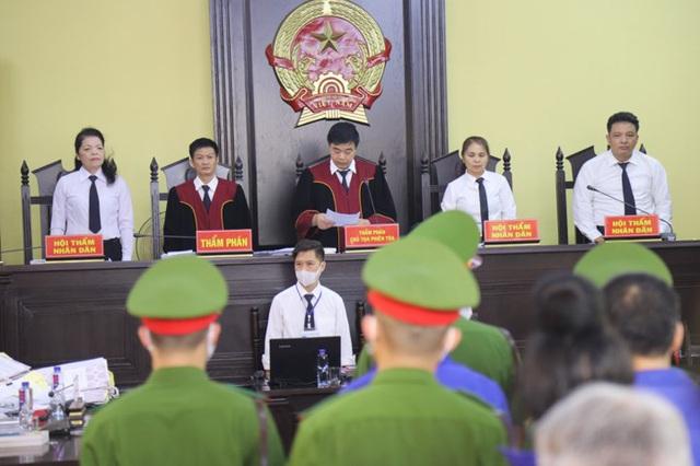 Nhiều bị cáo kêu oan, thay đổi lời khai tại phiên toà xử vụ gian lận điểm thi ở Sơn La - Ảnh 7.
