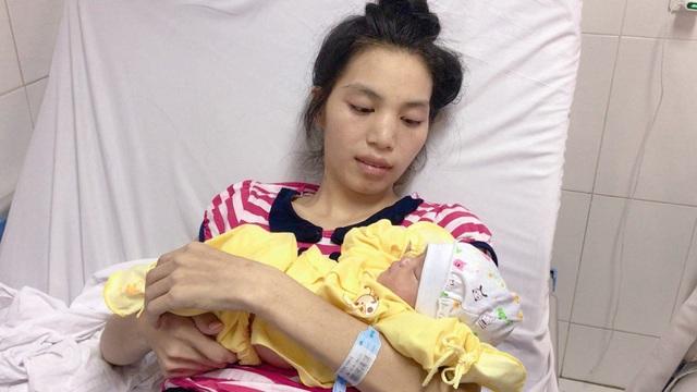 Thai phụ mang thai 28 tuần bị khối u lớn chèn ép đã được xuất viện cùng con gái khỏe mạnh - Ảnh 3.