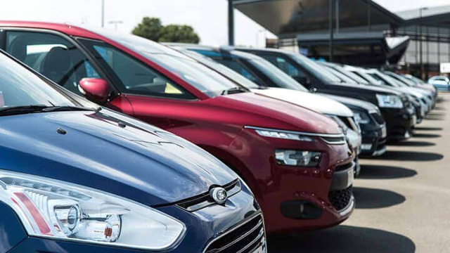 Được giảm phí trước bạ, ô tô nội cắt khuyến mãi, tăng giá - Ảnh 1.