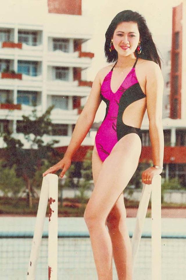Á hậu Việt xinh đẹp từ bỏ showbiz, U50 vẫn theo đuổi nghề tiếp viên hàng không - Ảnh 1.