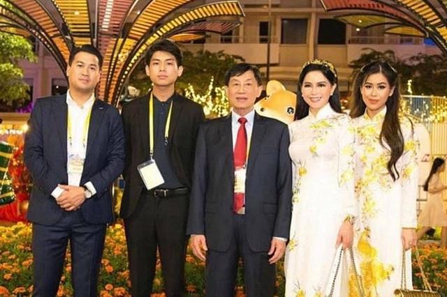 Ngoại hình con trai út nhà Johnathan Hạnh Nguyễn - Ảnh 1.