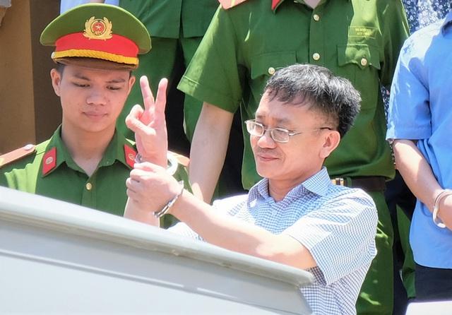 Cựu thượng tá công an trong vụ gian lận điểm thi ở Hòa Bình lĩnh 6 năm tù  - Ảnh 1.