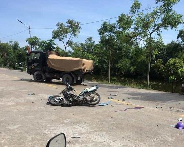 Ninh Bình: 2 học sinh đi xe máy chết thảm sau va chạm với xe tải  - Ảnh 3.