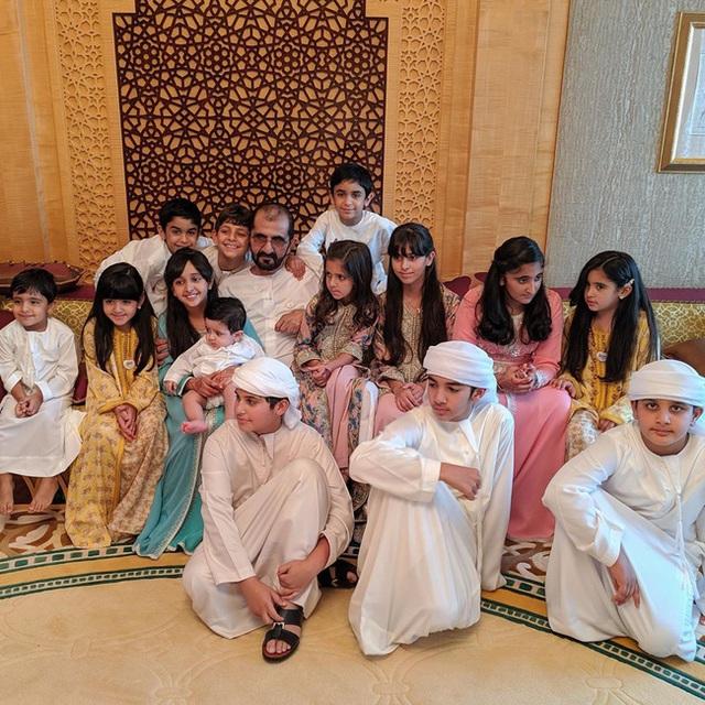 Thái tử đẹp nhất Dubai dính nghi án đã có con khi chia sẻ tấm hình bế một bé trai kháu khỉnh gây sốt cộng đồng mạng - Ảnh 5.