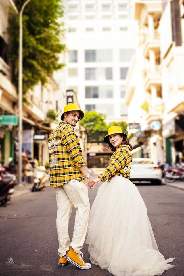 Cô dâu 65 tuổi lấy chồng ngoại 24 tuổi khoe ảnh cưới cực ngầu sau khi gặp mặt cặp đôi vợ chồng 62 - 26 - Ảnh 8.