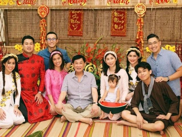 Ngoại hình con trai út nhà Johnathan Hạnh Nguyễn - Ảnh 10.