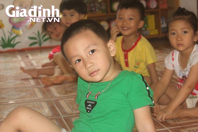 Kỳ lạ bé trai 3 tuổi ở Hải Dương biết đọc cả chữ tiếng Việt và chữ tiếng Anh - Ảnh 8.
