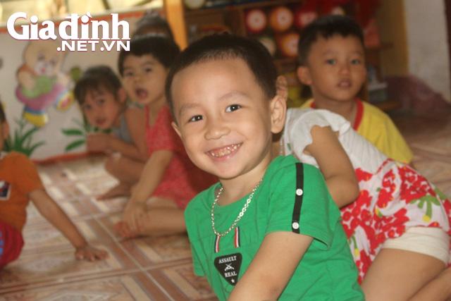 Kỳ lạ bé trai 3 tuổi ở Hải Dương biết đọc cả chữ tiếng Việt và chữ tiếng Anh - Ảnh 7.