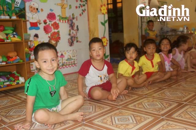 Kỳ lạ bé trai 3 tuổi ở Hải Dương biết đọc cả chữ tiếng Việt và chữ tiếng Anh - Ảnh 1.