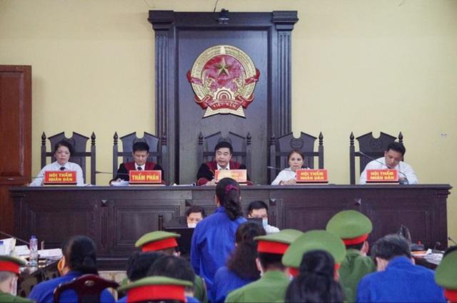 Vụ gian lận điểm thi: Cựu PGĐ Sở GD&ĐT Sơn La mang 16 đĩa CD ra nghĩa trang tiêu hủy - Ảnh 3.