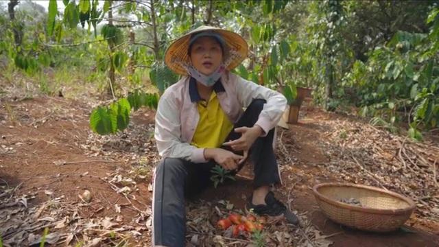 """H'Hen Niê - Hoa hậu giản dị nhất showbiz - từng mặc đồ """"hàng thùng - Ảnh 6."""