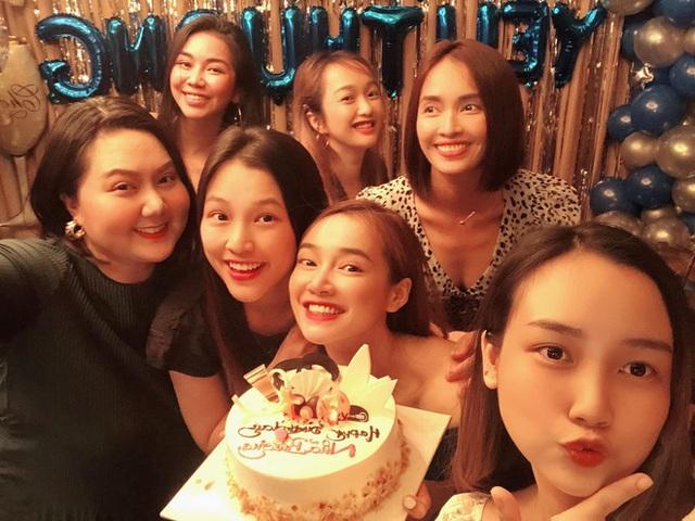 Nhã Phương đón tuổi 30 bên Trường Giang và nhóm bạn thân showbiz - Ảnh 3.