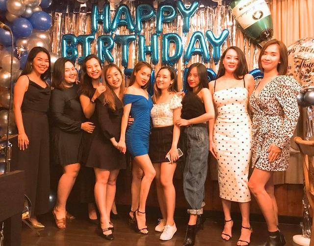 Nhã Phương đón tuổi 30 bên Trường Giang và nhóm bạn thân showbiz - Ảnh 4.