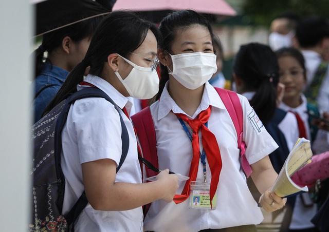 Giáo viên kiến nghị giảm số buổi học vì thời tiết nắng nóng - Ảnh 2.